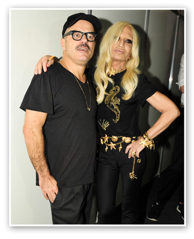 Giovanni Bianco e Donatella Versace no backstage do desfile