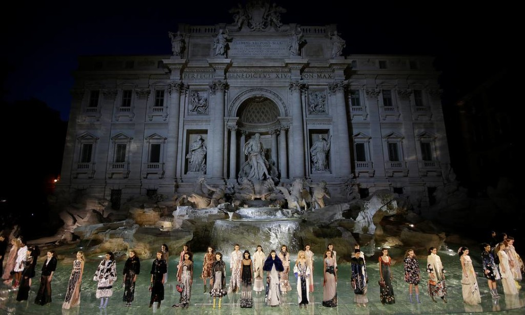 59750824_Models-present-creations-to-celebrate-the-90th-anniversary-of-Fendi-Fashion-house-during-a