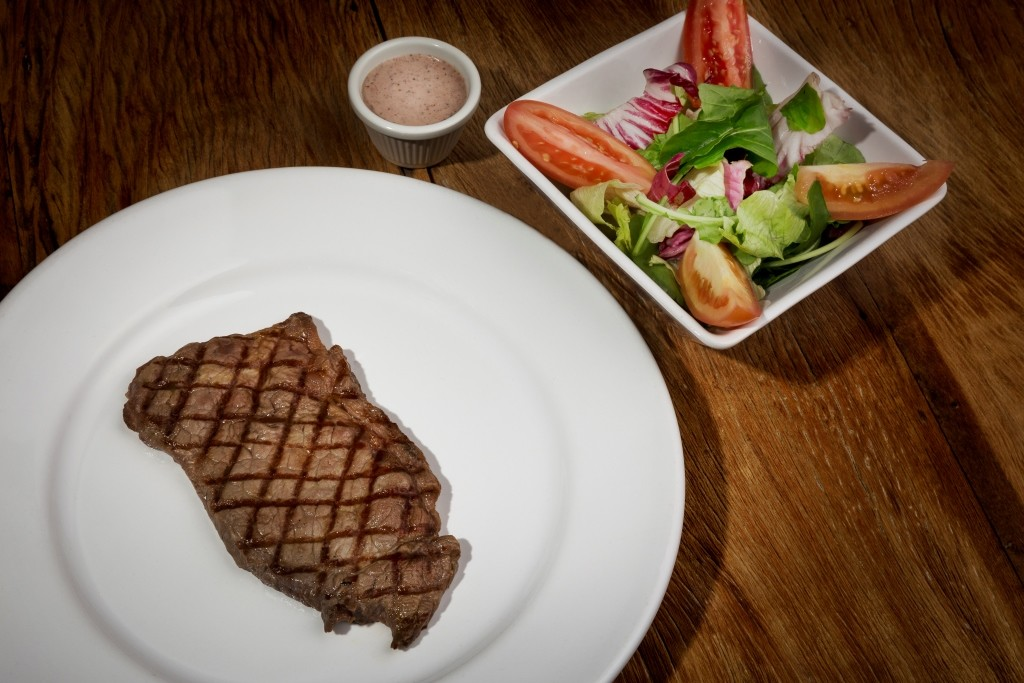 Grilled Beef + Fresh House Salad_R$19,90